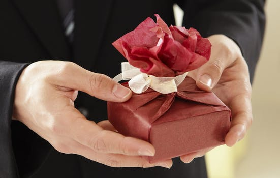 How Gift Giving Can Be Beneficial to Mental Health